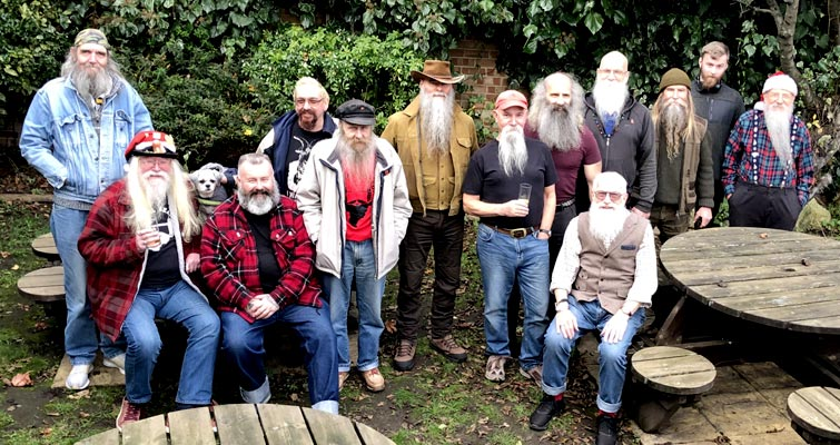 The Capital Beards London Thatch and The South Saxon Beardsmen Sussex Thatch met on Saturday 7th December at The Builders Arms, 65 Leslie Park Road, Croydon to celebrate Christmas Beardness.